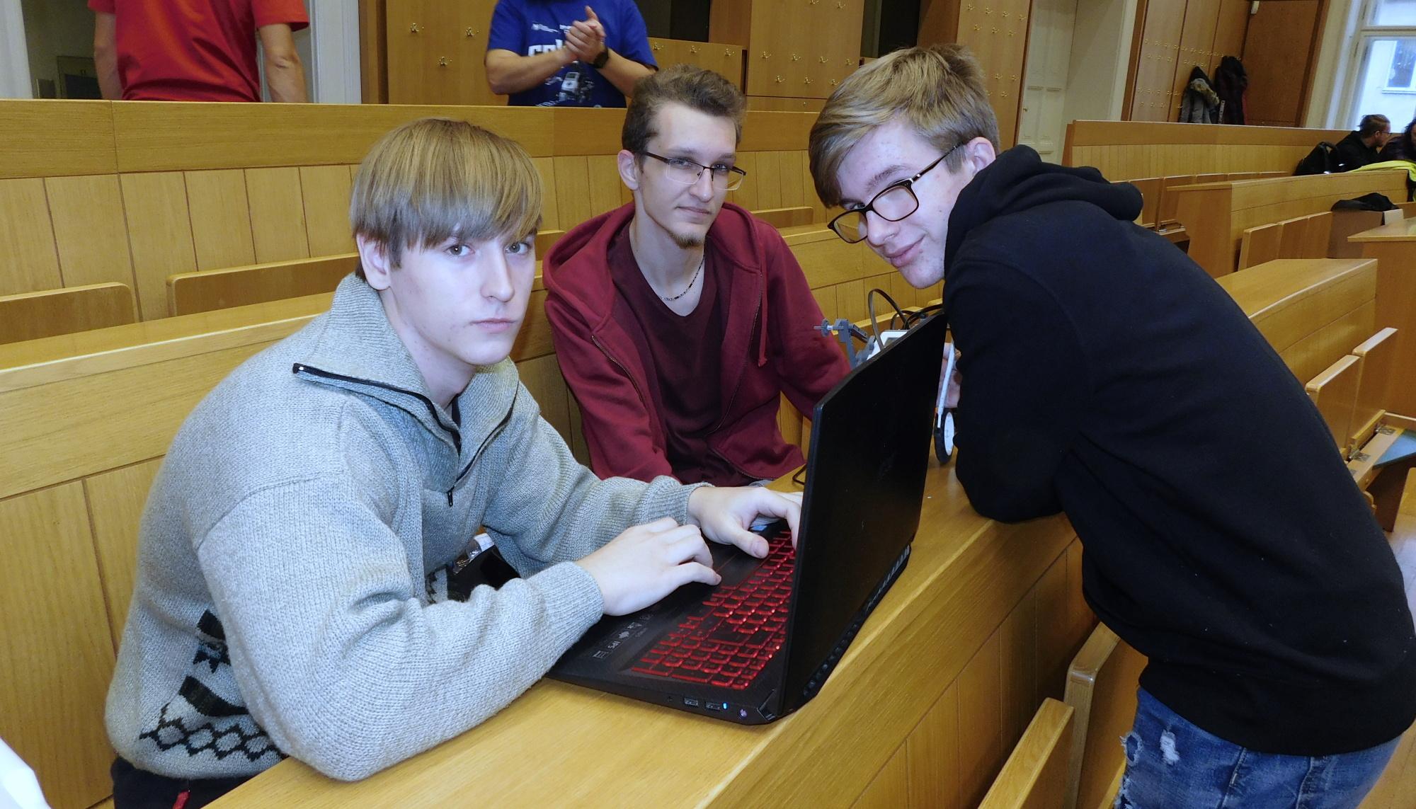 Úspěch studentů v robosoutěži na ČVUT v Praze